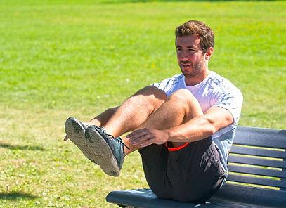 La simplicité du banc de parc n'a d'égal que la diversité des exercices qu'il permet d'accomplir. L'assise sert à y poser les pieds ou les mains afin d'exécuter certains mouvements.