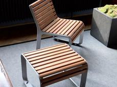 Portiqoa, chaise et tabouret