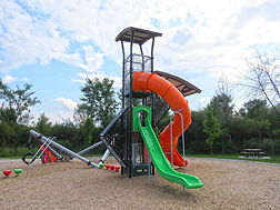 Impressionnantes nos structures en tour peuvent être vues de loin. Ce module de choix apportera à votre parc une enviable réputation. Vertigineuses, elles permettent l'inclusion de glissoires incomparable et de grimpeurs uniques.