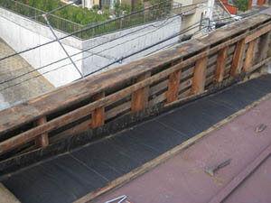 横浜市港北区 雨漏り修理 板金屋根 既存屋根笠木解体 雨染み