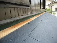 横浜市鶴見区 コロニアル 屋根材 施工 下屋根 雨押え
