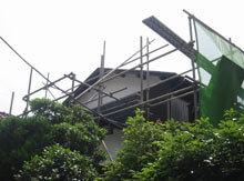 横浜市鶴見区 屋根リフォーム 足場設置 建物