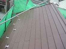 川崎市多摩区 屋根リフォーム 施工後 カバー工法 雪止め 片流れ 切妻 完成