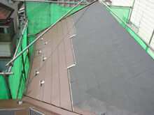 川崎市多摩区 屋根工事 施工中 カバールーフ 雪止め 役物