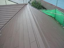 川崎市多摩区 屋根リフォーム 施工後 カバー工法 棟 両流れ 完成