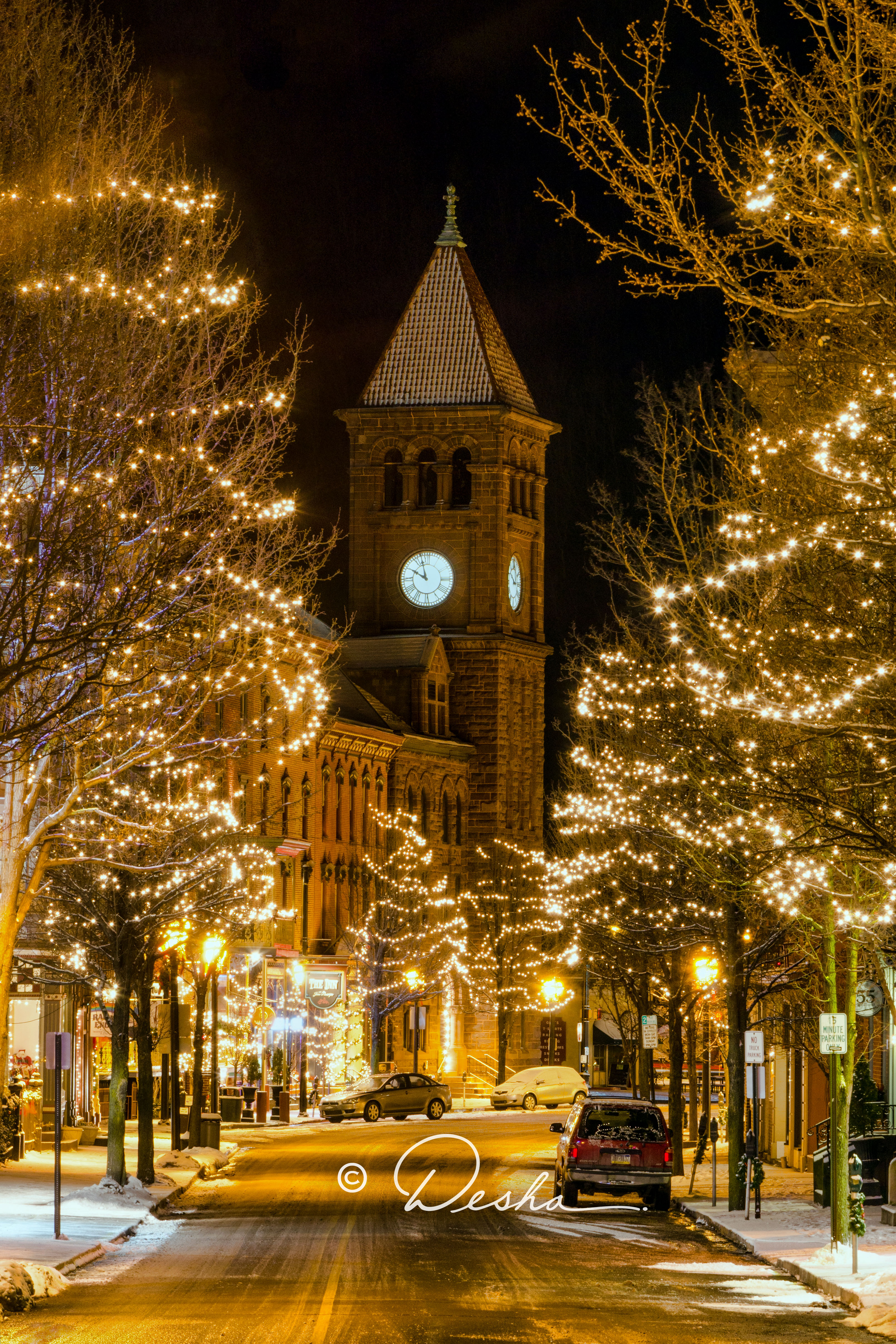 Downtown JT Courthouse Christmas Eve FIN