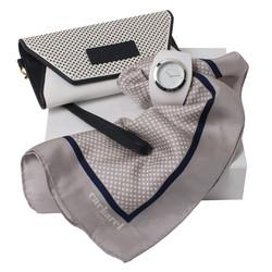 Kit lenço, bolsa e relógio.