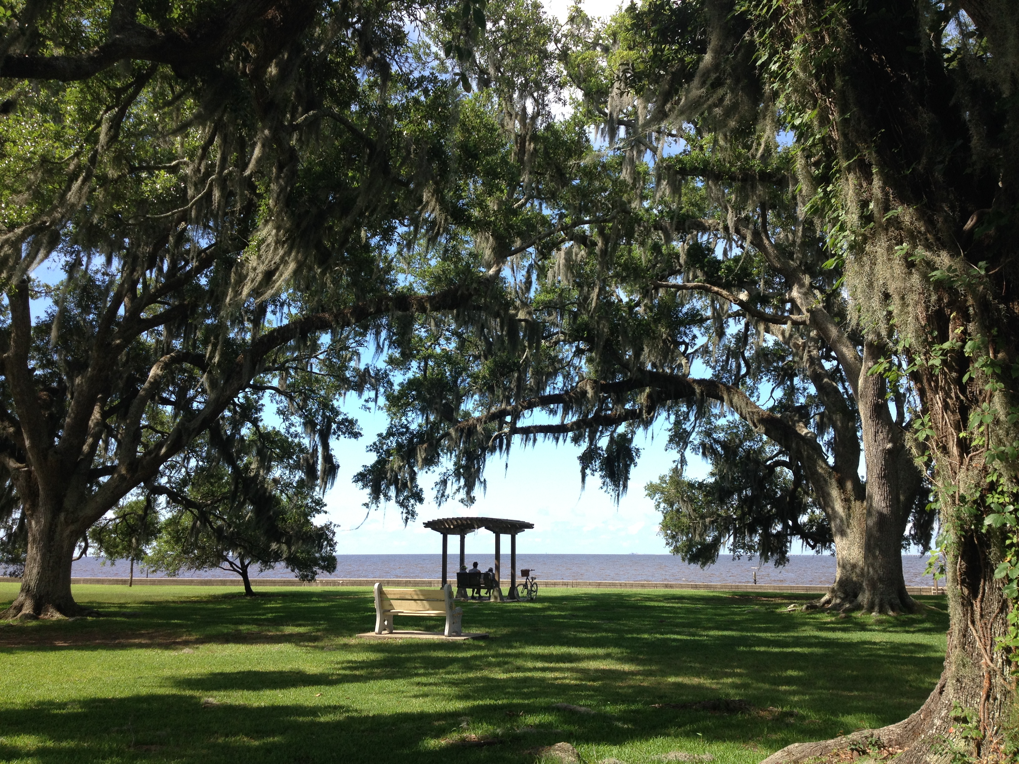 Mandeville Lakefront arbor and swing photo courtesy LouisianaNorthshore.com
