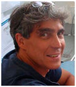 James Castelli-Gair Hombría