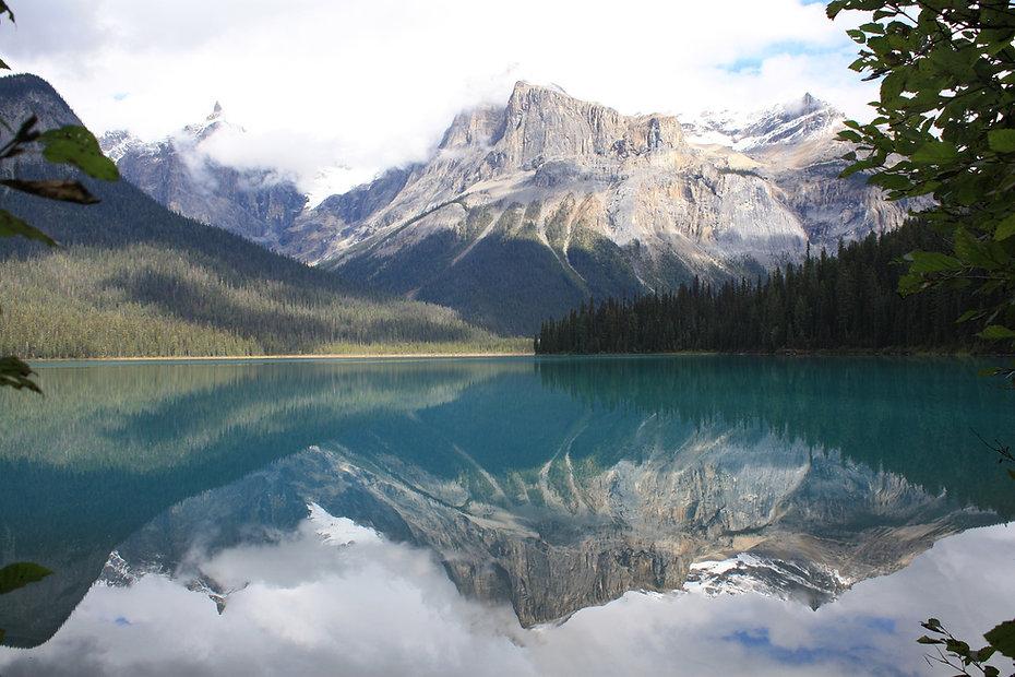 emerald-lake-987930_1920.jpg