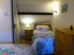 Single bed in 2nd bedroom