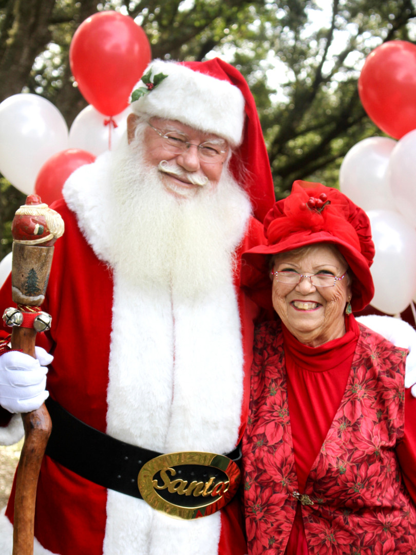 Santa_and_Mrs1.jpg