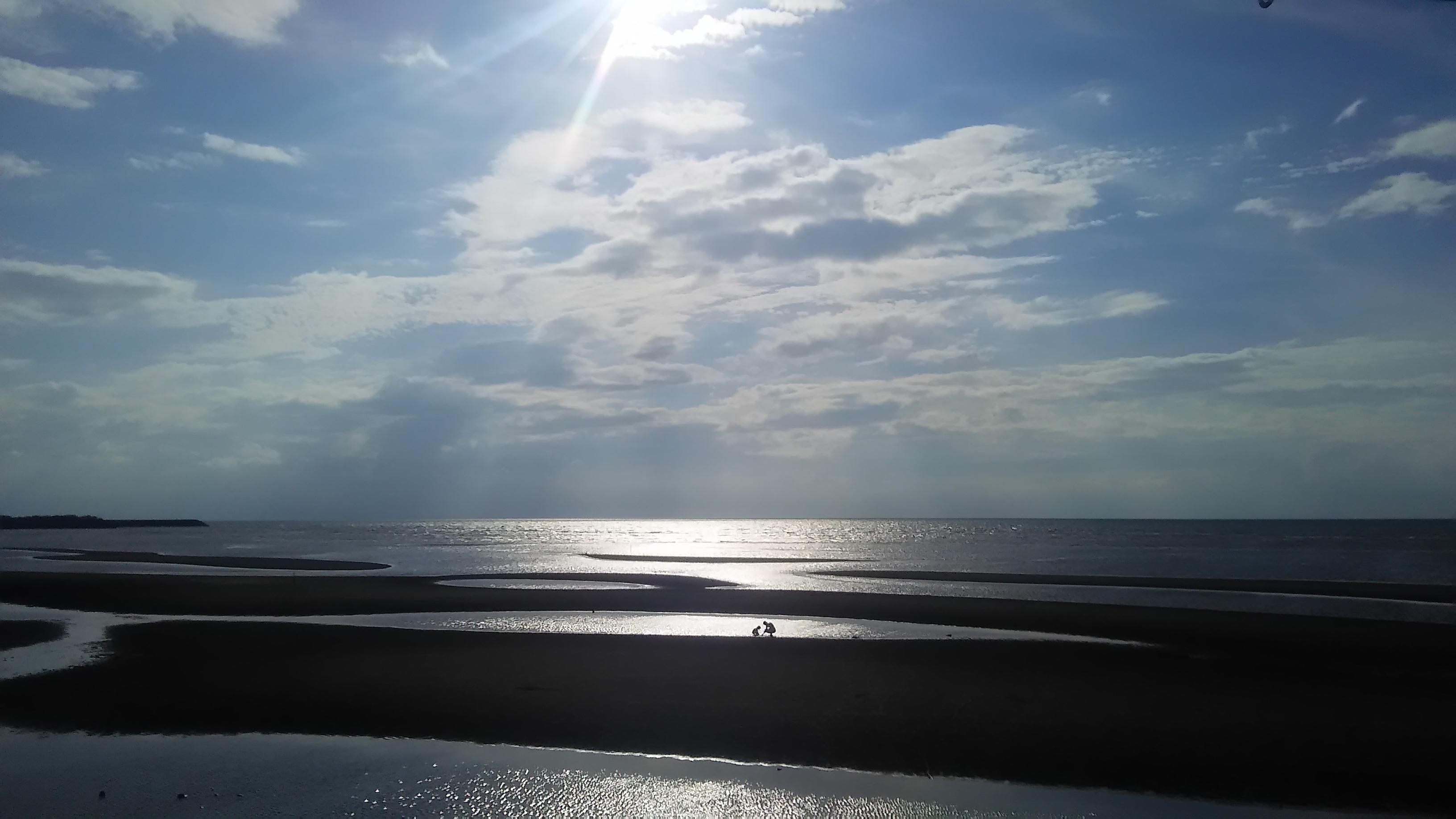 日本の夕日百選に選ばれた真玉海岸