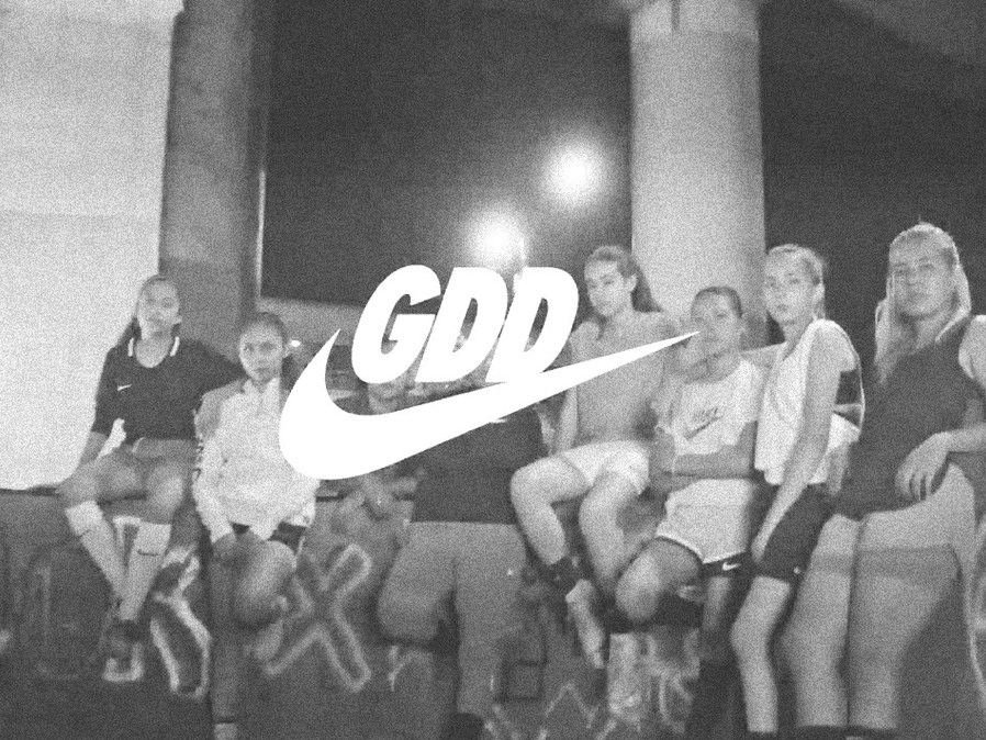 NIKE - USE OF MOBILE