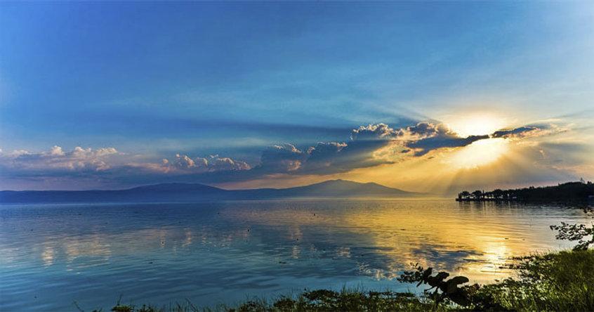 chapala-lake-mexico.jpg