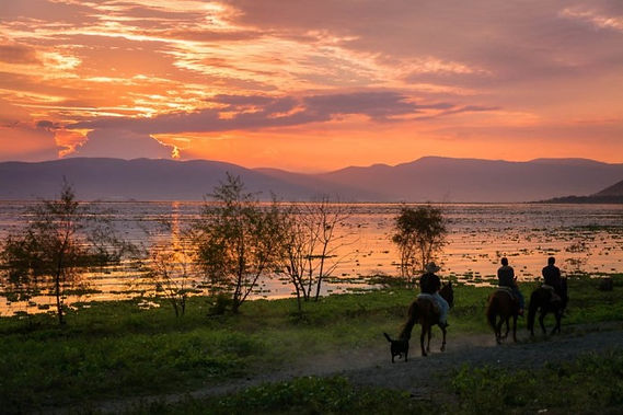 lake-chapala-sunset-photo-by-dane-strom.