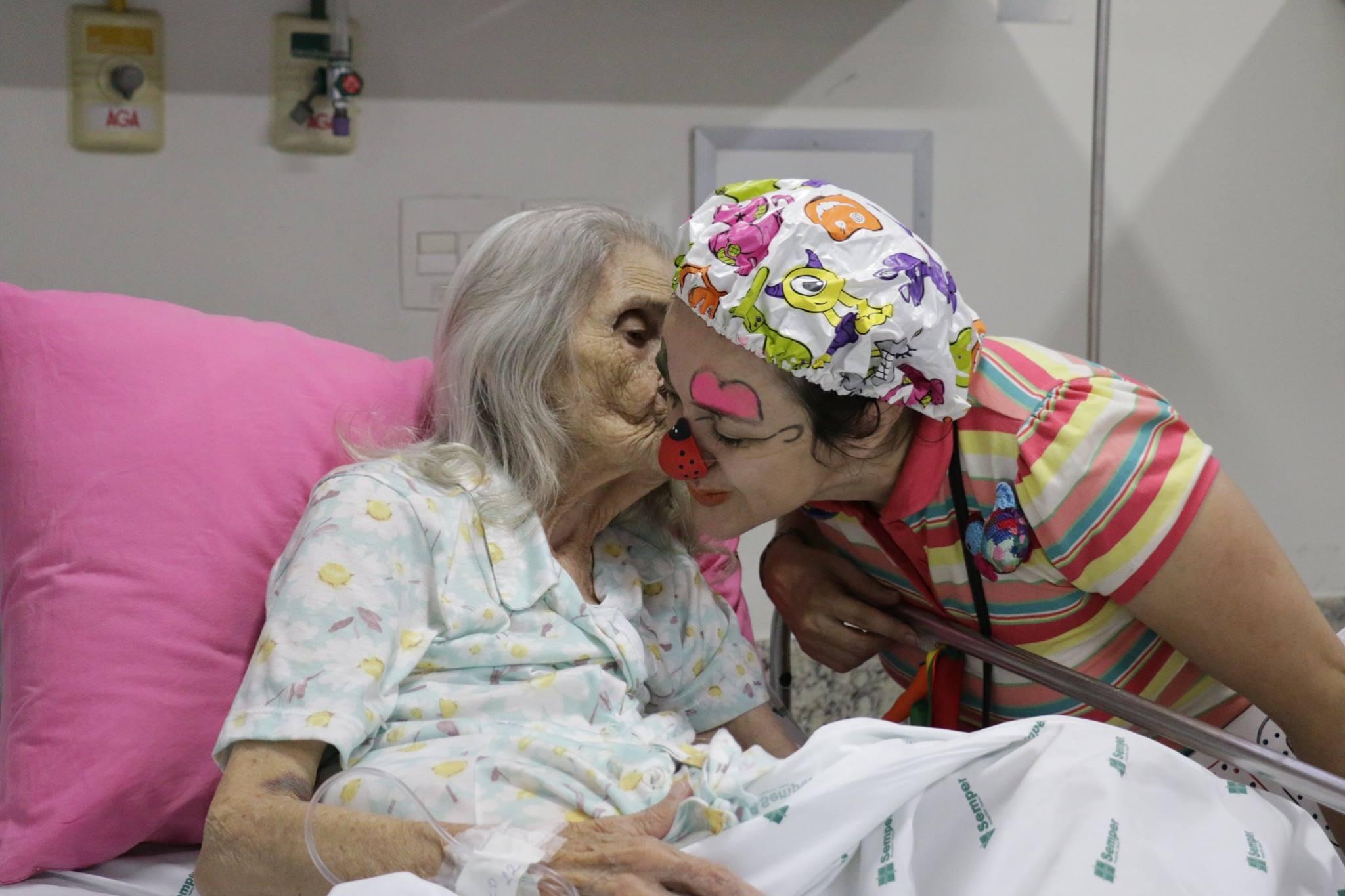 carinho com os idosos