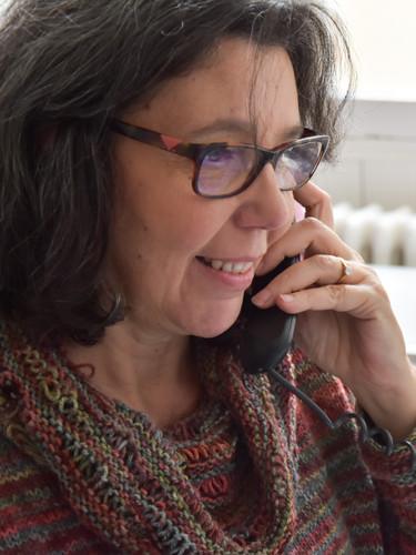 Mylène Poirson en train renseigner