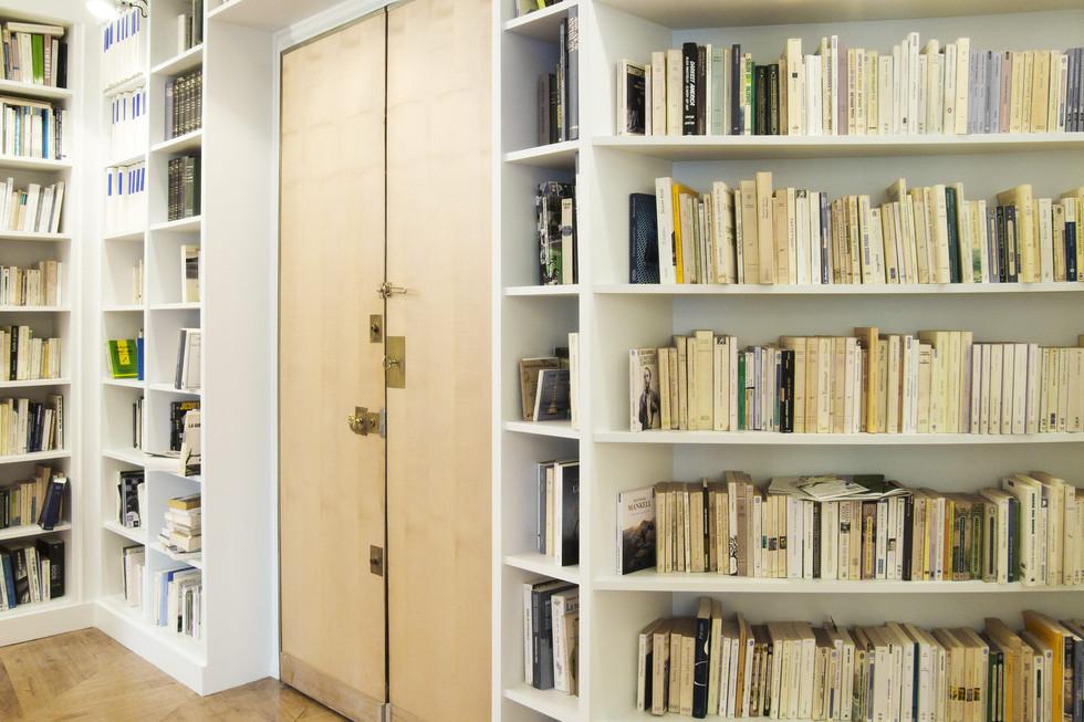 Bibliothèque entrée