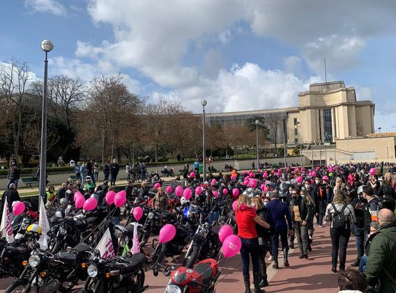 7eme avenue soutient les femmes à moto