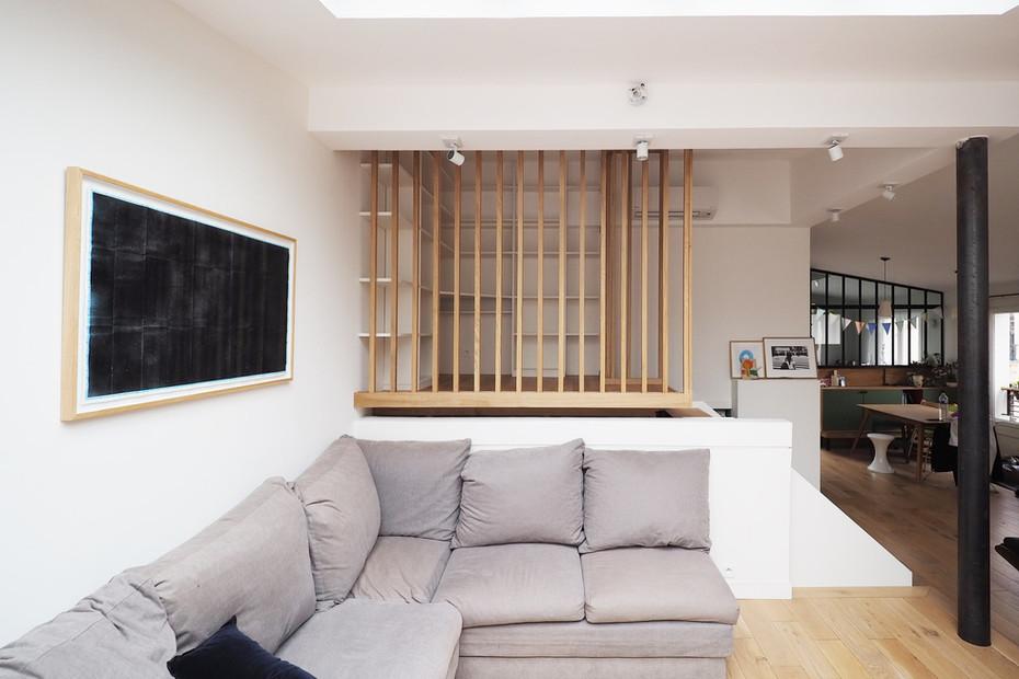 realisation d'une mezzanine sur mesure en bardage de chêne au dessus d'une cage d'escaliers.