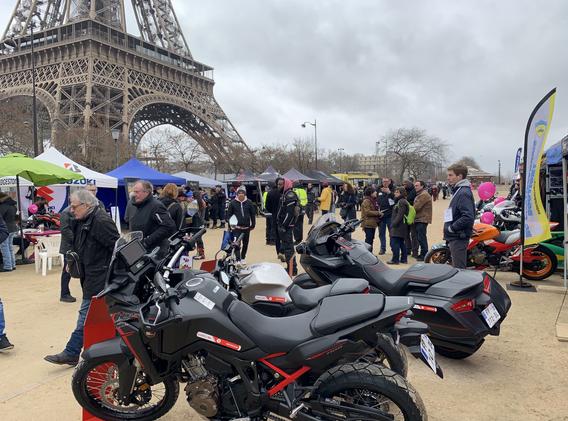 7ème avenue présent à la journée toutes en moto