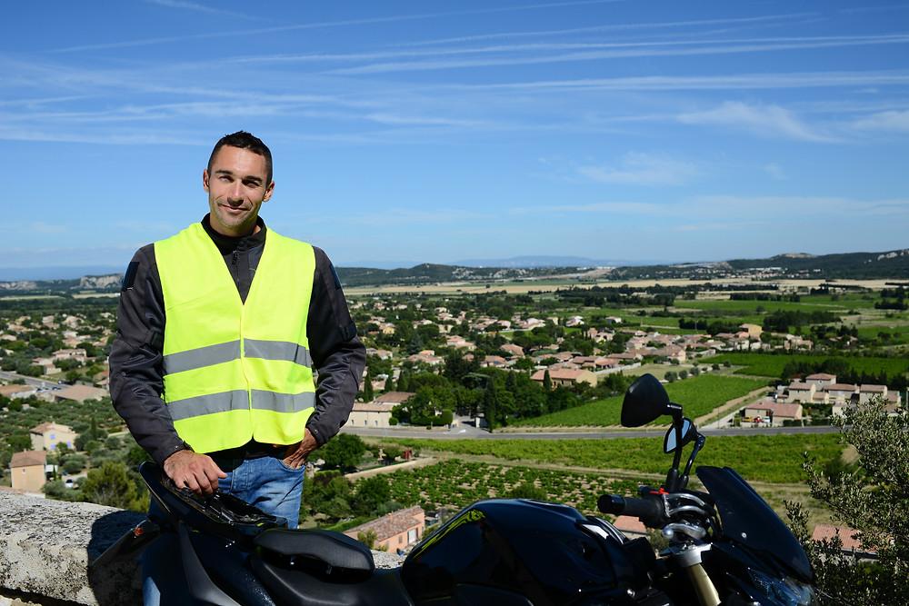 Le gilet jaune en moto pour encore plus de sécurité