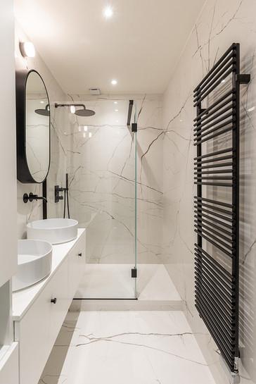salle de bain des parents marbre noir et blanc