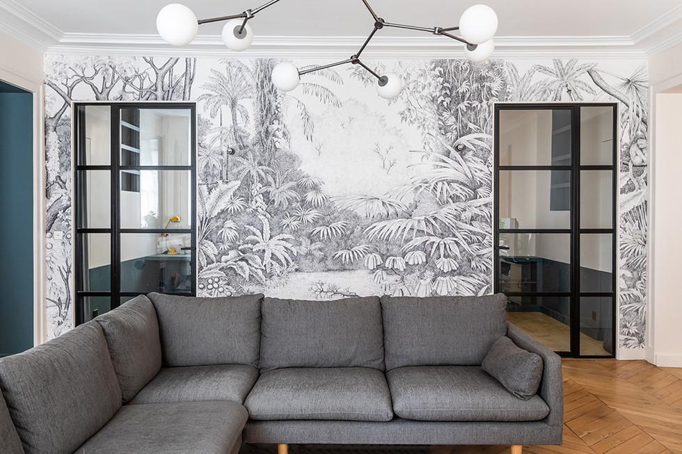 Séjour canapé fresque verriere