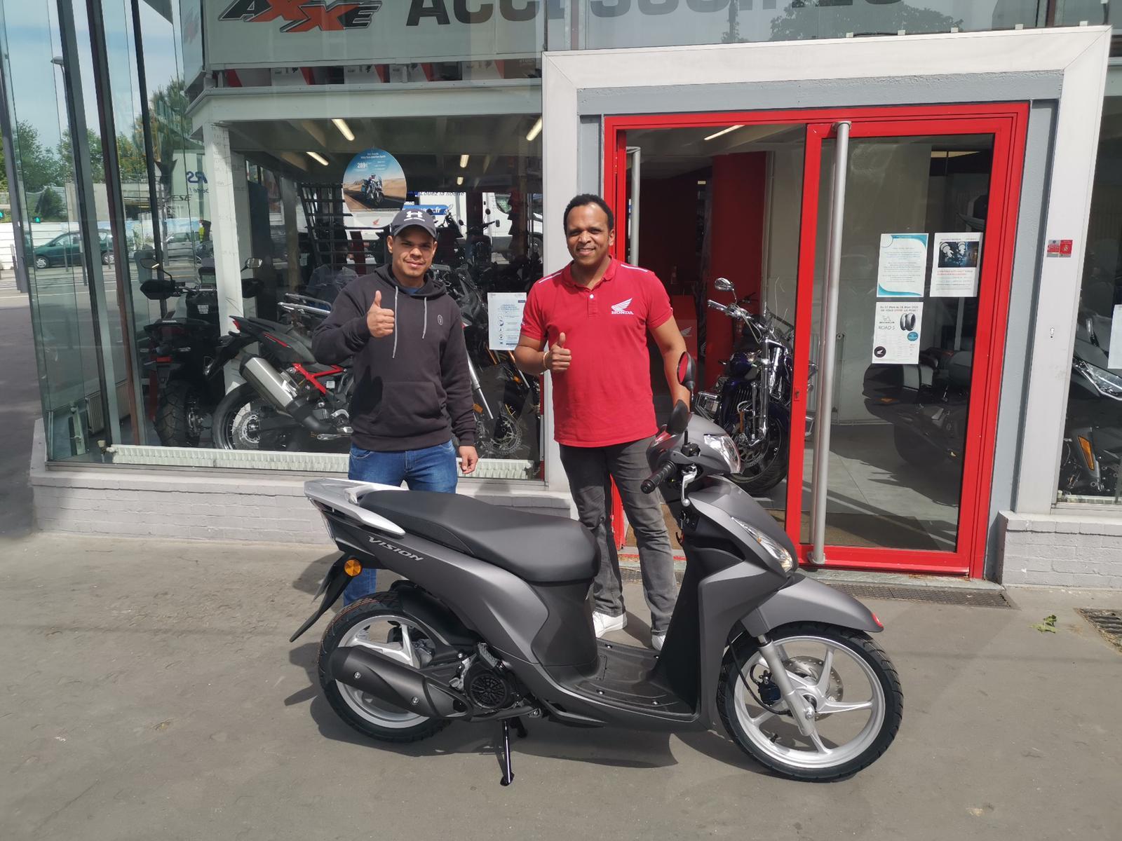Livraison scooter Honda Vision