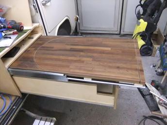 Die herausnehmbare Tischplatte für den Einsatz draussen und drinnen. In Eiche .... natürlich ;-)
