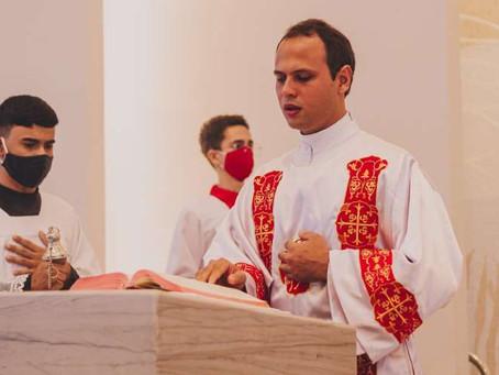 Jovem deixou a medicina e será ordenado sacerdote