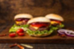 close-up-de-hamburgueres-ligado-bandeja-