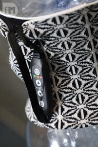 產品亦不斷優化,比如連接控制線由最初的電線改為織帶。(梁健騰攝)