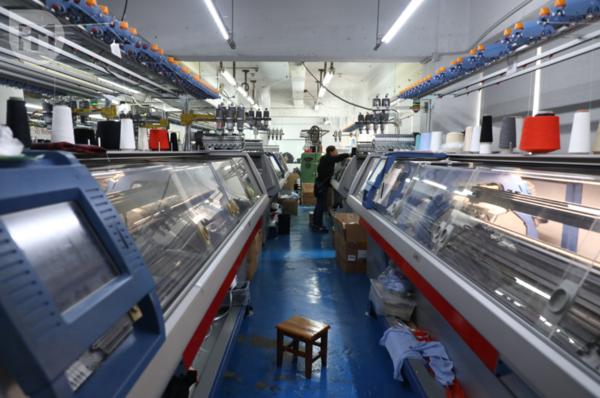 逢發織造有限公司在港設有自家廠房,KnitWarm的產品皆在香港製造。(梁健騰攝)