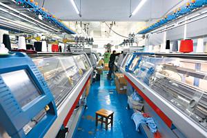 逢發設有自家機房,KnitWarm的產品皆在香港製造。(梁健騰攝)