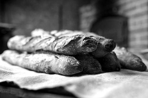bread-2436370_1920_edited.jpg