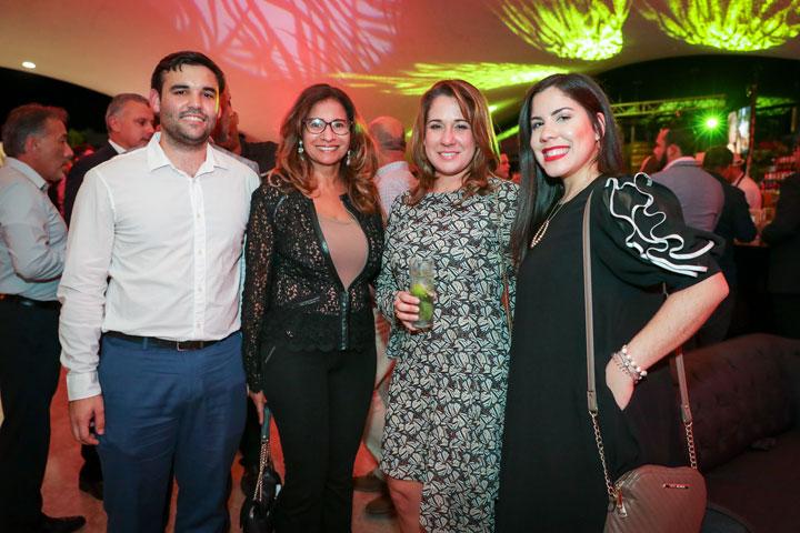 Roberto Acevedo, Magdalena Sosa, Ana Maria Pérez y Stephanie Jiménez