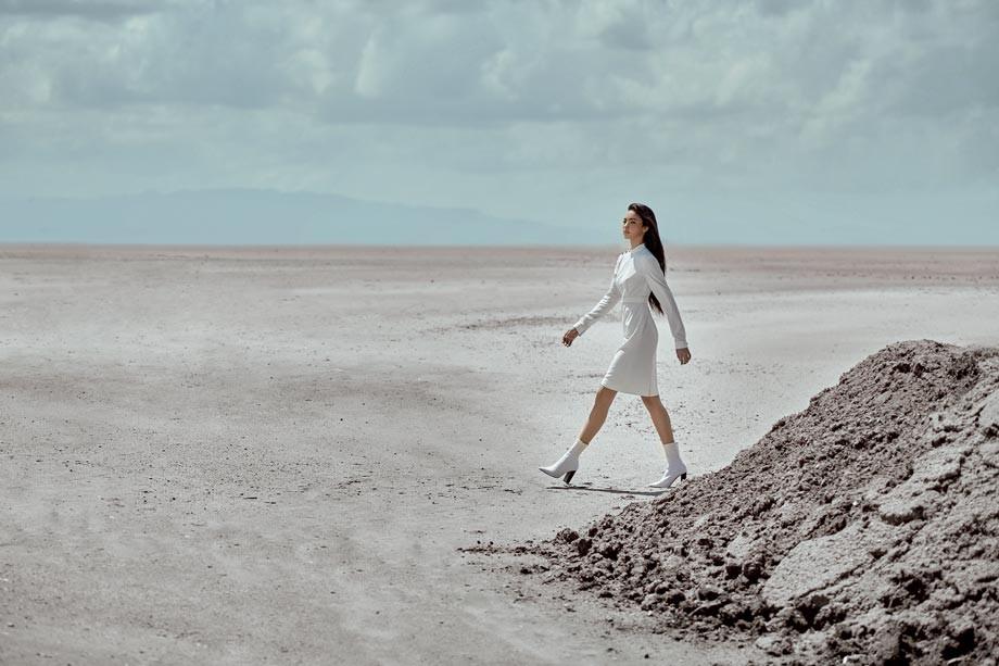 Vestido, de Yona.  Botas, de Paula Torres.