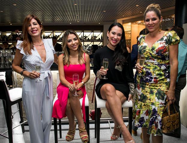 Maritere Rivera, Maricarmen Figueroa, Sandrysabel Ortiz y Mariselle Rivera.