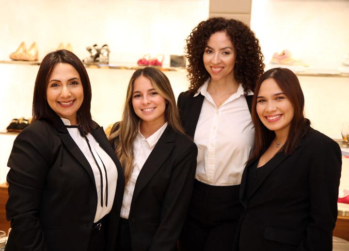 Gerente Sheila Hernandez junto a su equipo de Tod's