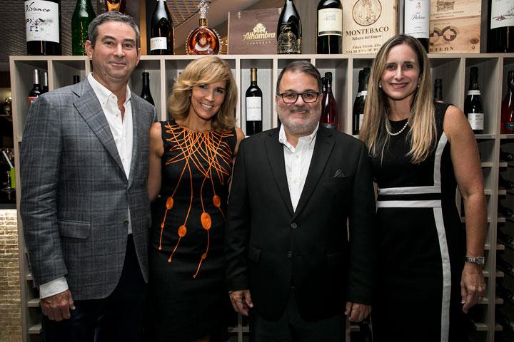 Jose Ignacio Cobian, Zoime Alvarez, Rafael Gavilanes y Annie Mayol.