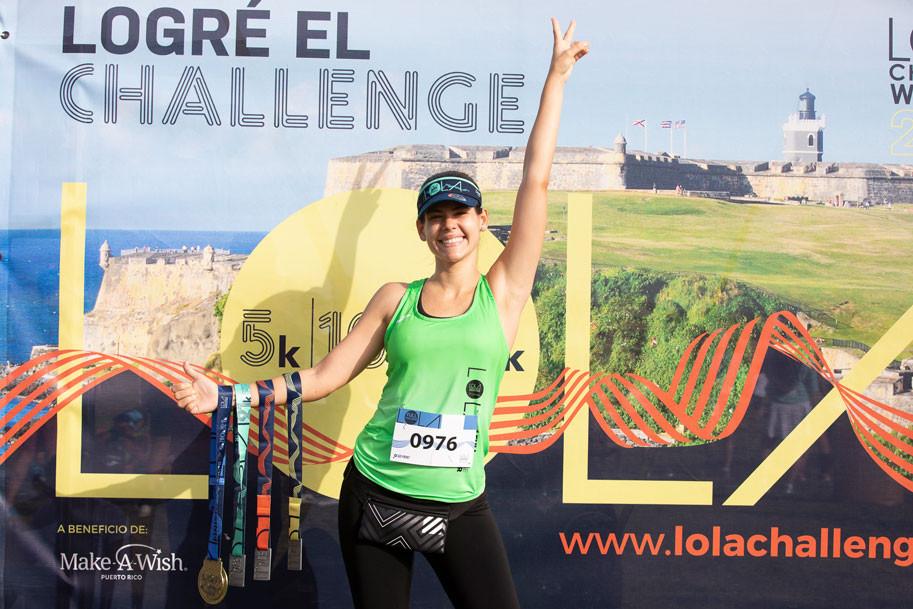 Gil Marie López con sus cuatro medallas que muestran que completo el Challenge