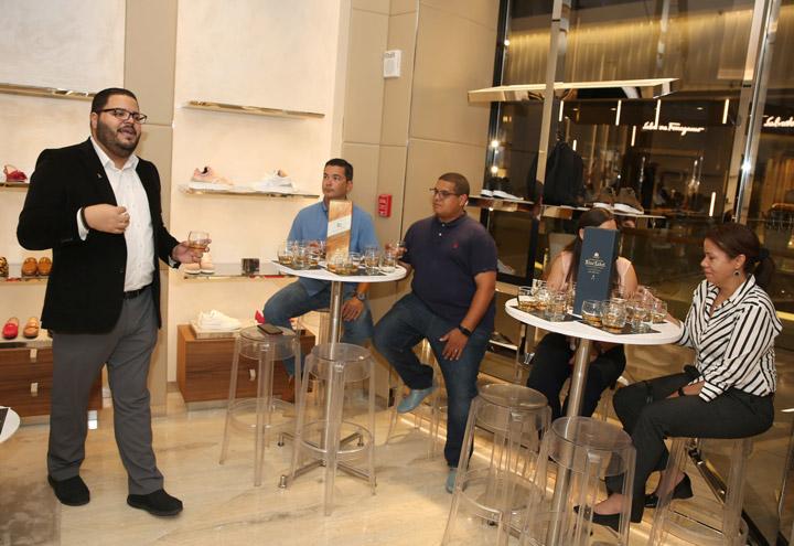 José Vázquez presentando Johnnie Walker Premium Labels