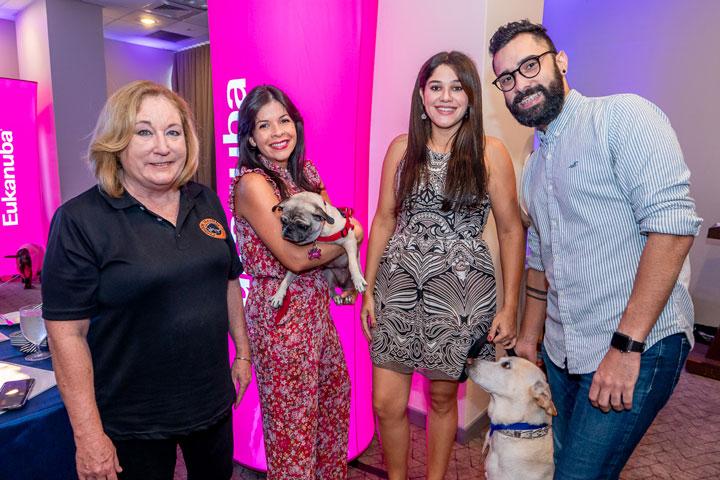 Susan Soltero, Amarilis Reyes con Siri, Evelyn Torres con Nose y Caly Misla.