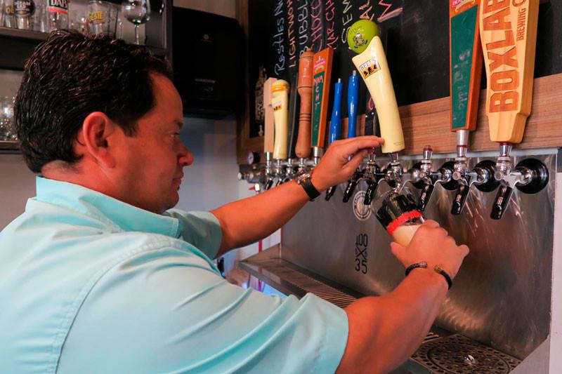 Juan Ricky Sanchez cerveza draft