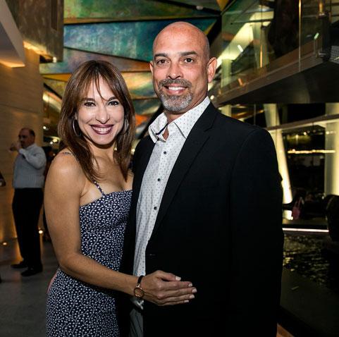 Michael Mateo junto a su esposa.