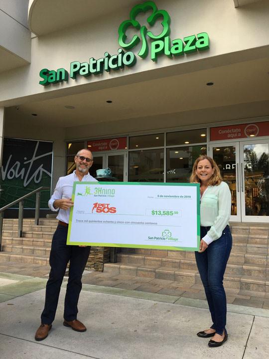 """Ing. Adolfo """"Tito"""" González, presidente de Empresas Caparra, y Lizette Díaz, presidenta de Pet SOS Foundation"""