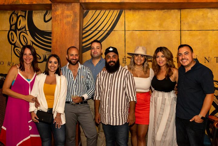 Tito's, Grupo de Invitados junto a Luis Morales brand manager V Suarez.