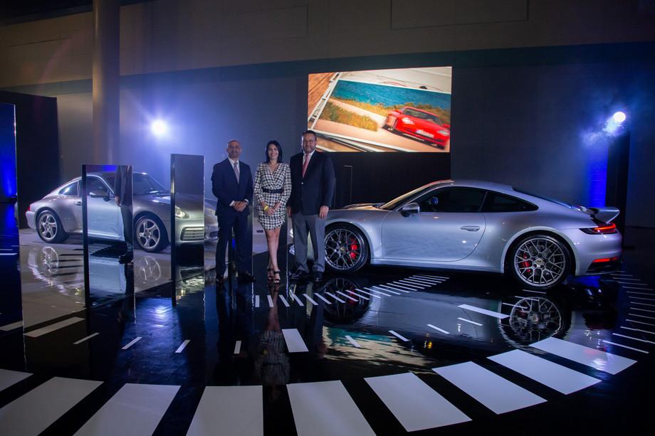 Izq. a derecha_ Orlando Pérez, gerente de ventas Porsche Center, Andrea López de Victoria, gerente de Mercadeo y Prensa de Porsche Center y Víct